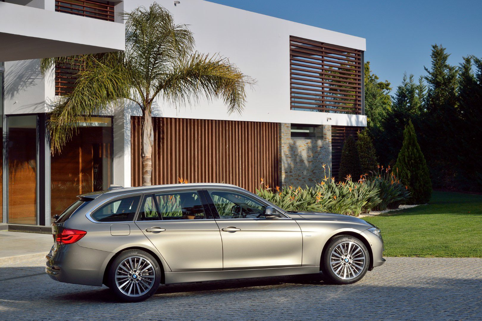 BMW řady 3 Touring | 330d | Luxury Line Edition