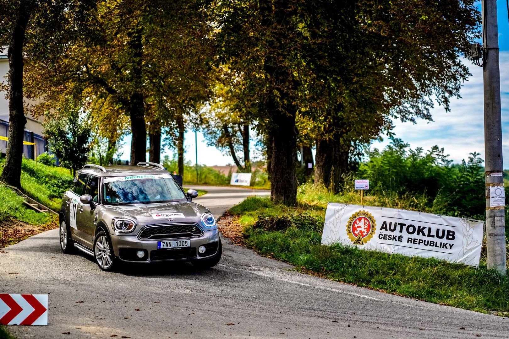BMW i3s a MINI Cooper SE Countryman ALL4 vyhrály v Green Rally Zlín