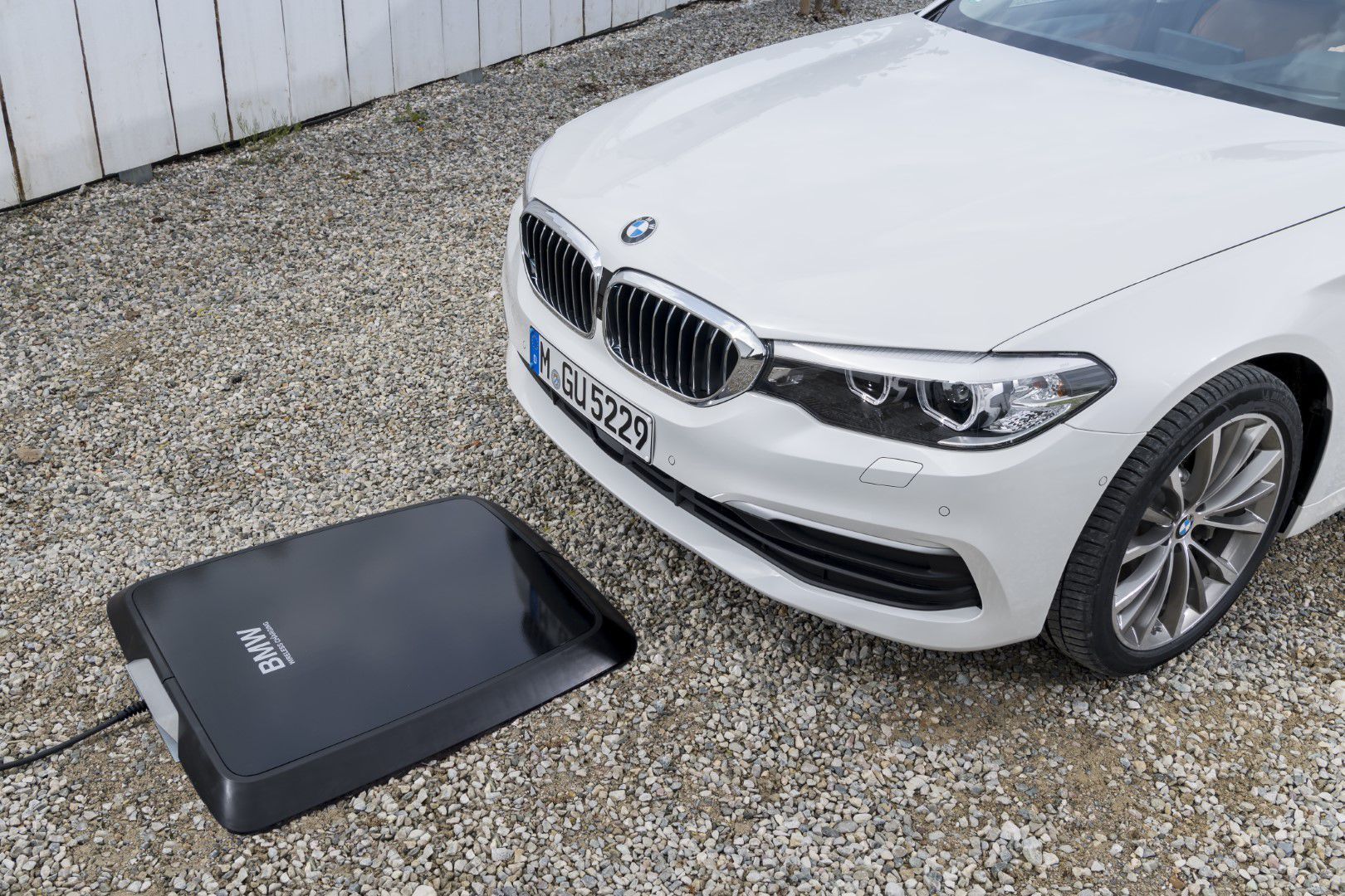 BMW Wireless Charging  | Jak natankovat BMW