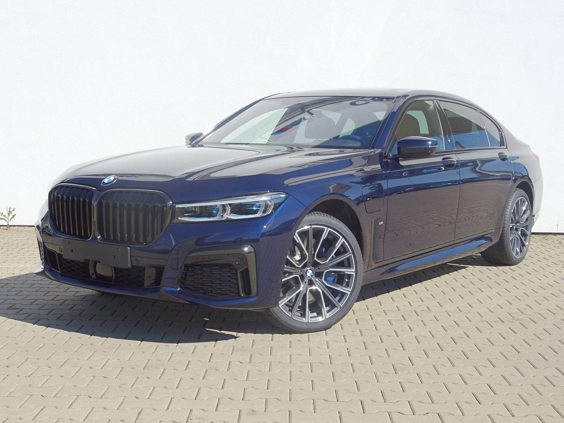BMW 745Le xDrive iPerformance Sedan